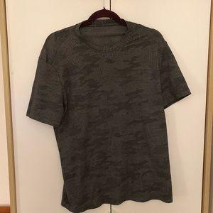 Lululemon Men's Shirt (M)